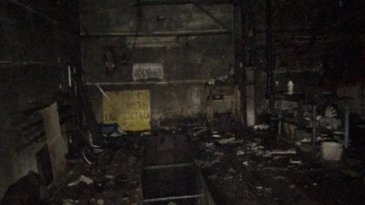 Арендатор гаражей отравился угарным газом во время пожара в Вологде