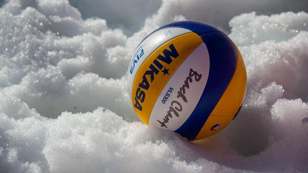 В снежном волейболе померяются силами вологжане
