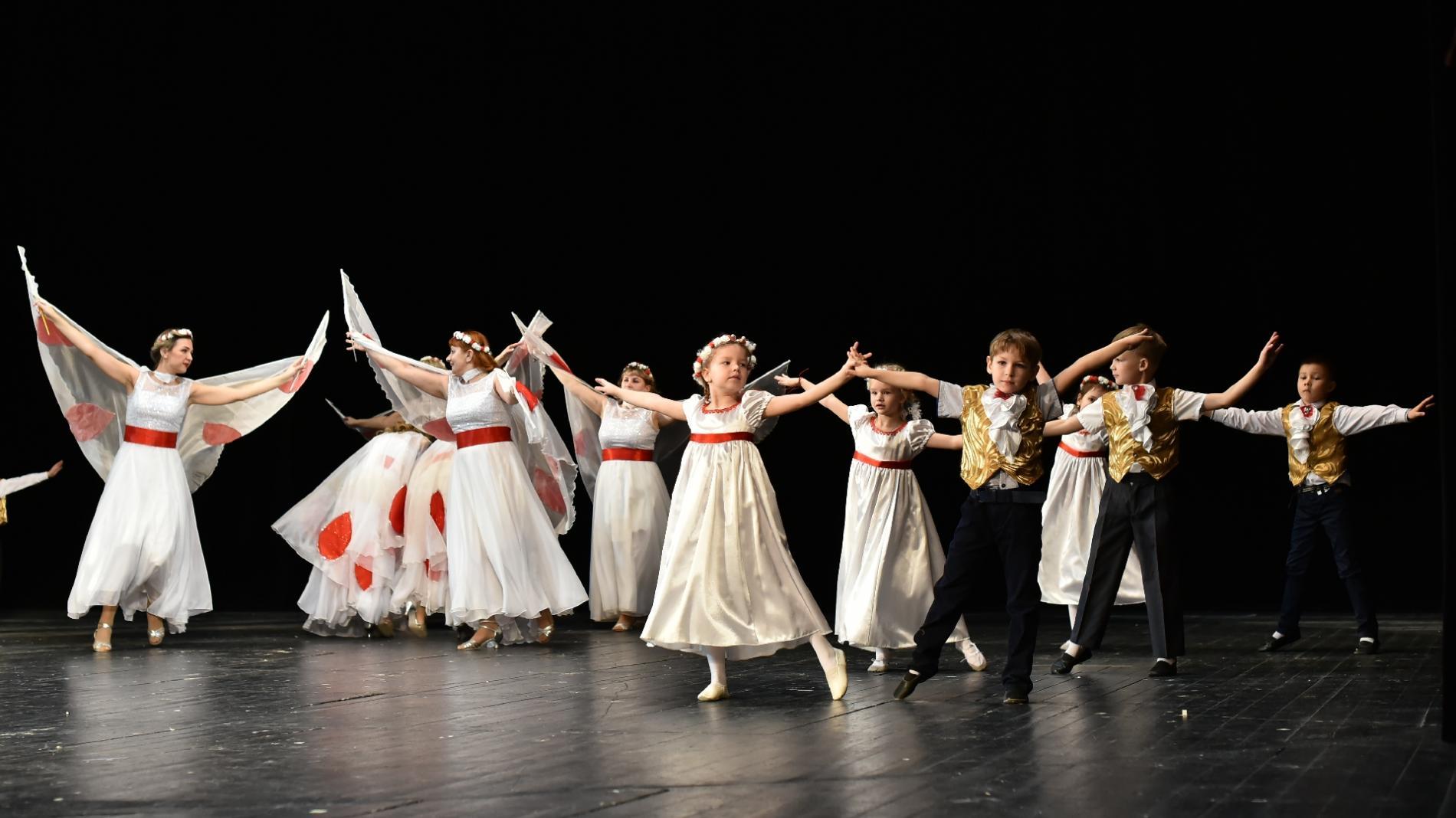Болгарский народный танец исполнили вологодские танцоры на международном конкурсе хореографии